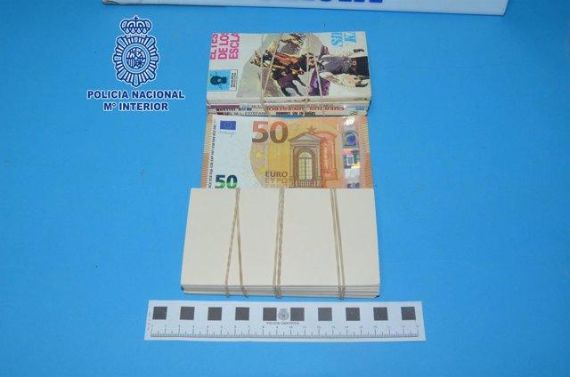 Imagen de los billetes y los recortes de papel intervenidos