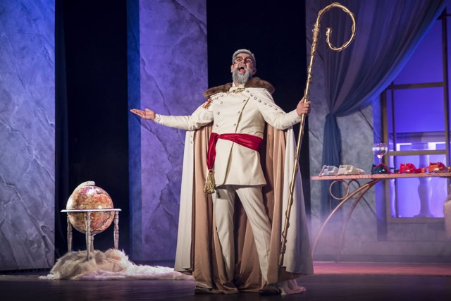 Manu Sánchez actuando en la comedia teatral 'El buen dictador'