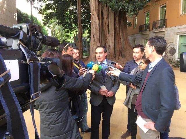 Rubén Ibáñez atiende a los medios