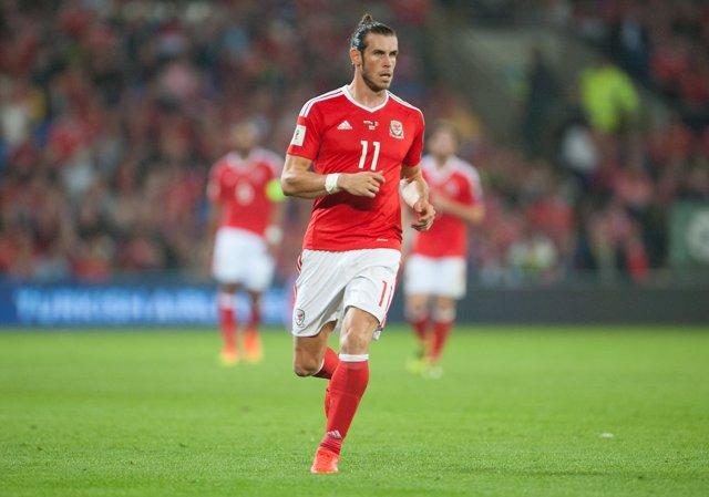 Gareth Bale jugando con Gales