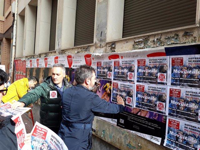 Pegada de carteles CCOO y UGT sobre concentración pensiones