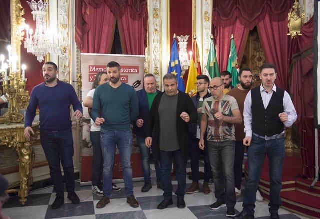 Agrupación cantando coplas del 'Carnaval prohibido'