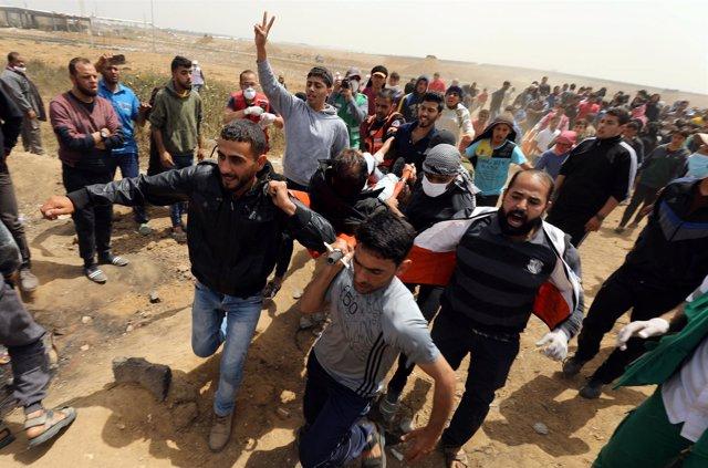 Palestino herido frontera Gaza el 13 de abril de 2018
