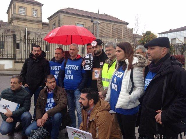 Miembros del comité de huelga a las puertas de San Caetano