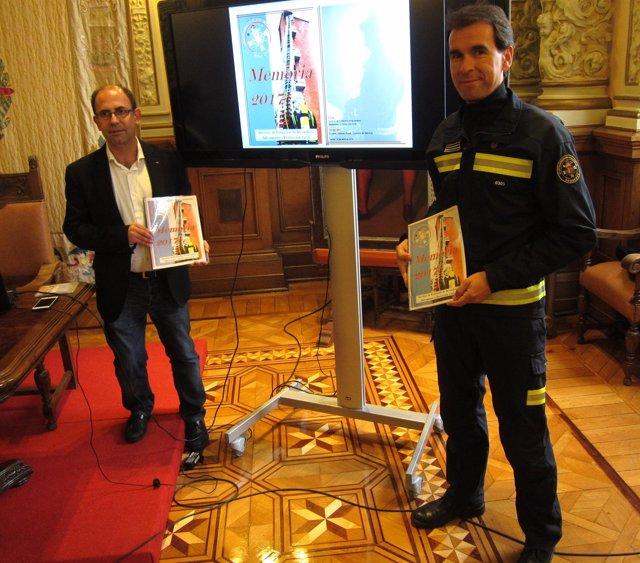 El concejal Luis Vélez y el director del Servicio Bomberos. 13-4-2018