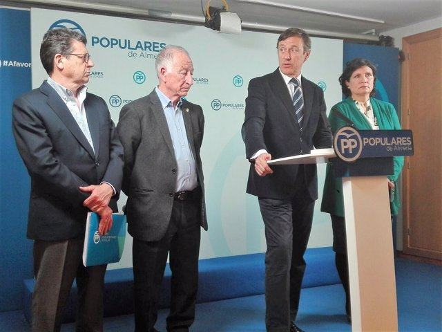 El portavoz del PP en el Congreso, Rafael Hernando, presenta en Almería los PGE