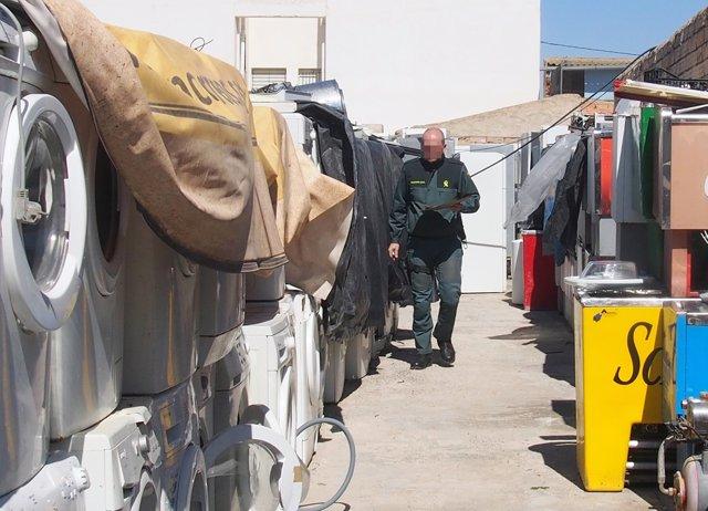 Guardia Civil inmoviliza miles de residuos ilegales en un recinto de Las Torres