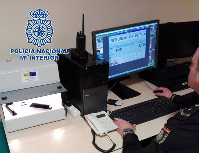 Nota De Prensa: La Policía Nacional Detiene A Dos Mujeres Extranjeras Con Pasapo