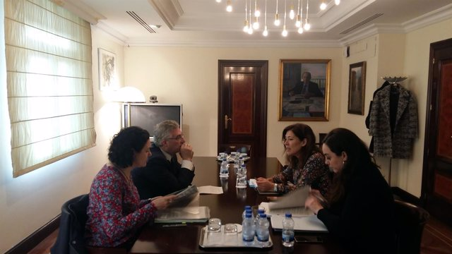 Olona en Madrid con su homóloga gallega para tratar el tema del lindano.