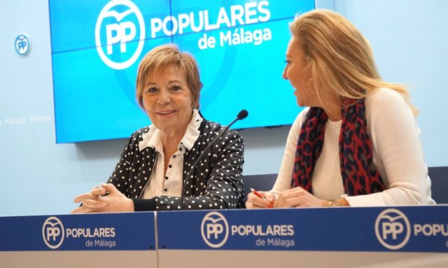 Celia Villalobos y Carolina España