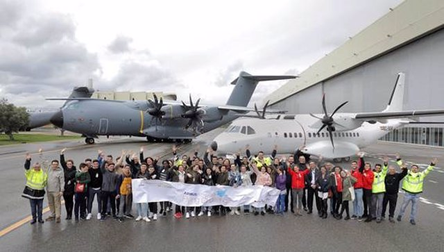 Las plantas andaluzas de Airbus celebra la I Feria de Carreras.