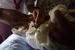 Los pediatras apelan a la vacunación tras los brotes de sarampión en la UE (FLICKER/ DFAT PHOTO LIBRARYCC BY 2.0 - Archivo)