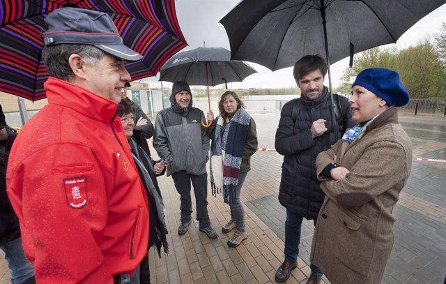 Uxue Barkos visita las zonas inundadas en Tudela