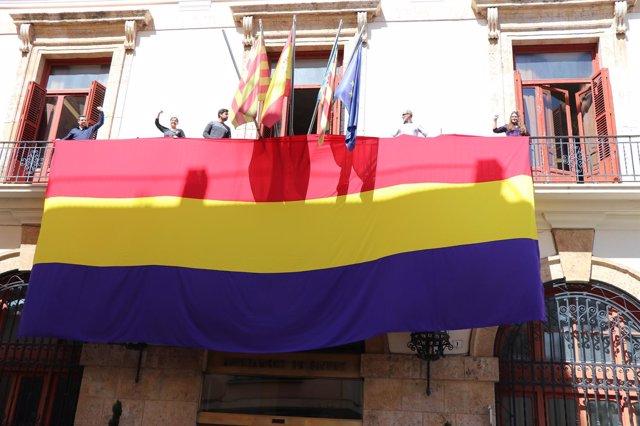 Bandera republicana en el Ayuntamiento de Sagunt