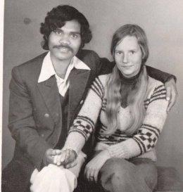Kumar y Charlotte, matrimonio. Él viajó desde la India a Suecia en bici por amor