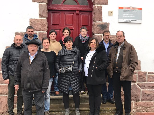 María Solana visita la escuela rural de Burguete