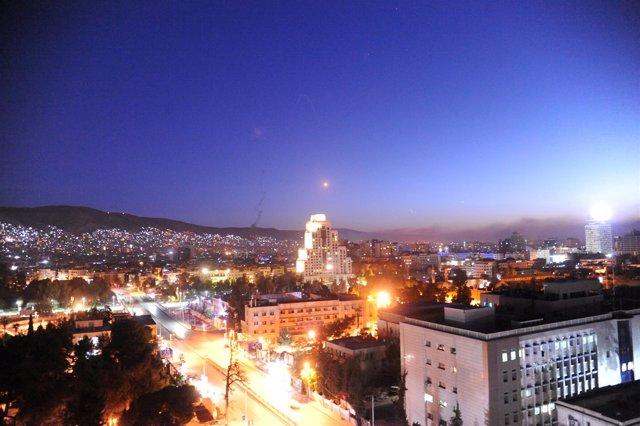 Un misil cruza el cielo de Damasco