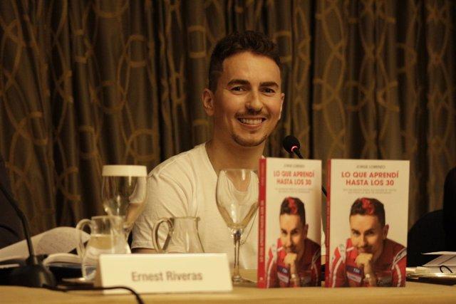 Jorge Lorenzo en la presentación de su libro