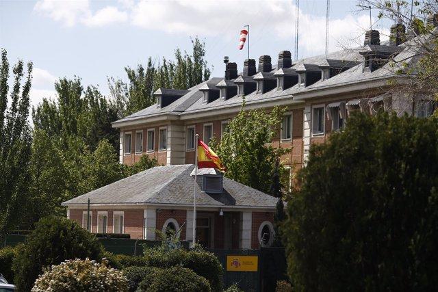 La bandera de España ondea en el Palacio de la Moncloa