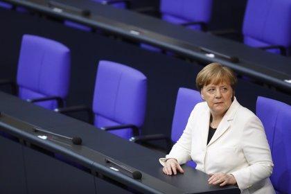 """Merkel apoya la ofensiva en Siria, """"necesaria y razonable"""""""