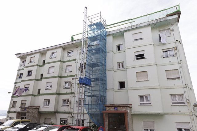 Fachada de un edificio en rehabilitación (archivo)
