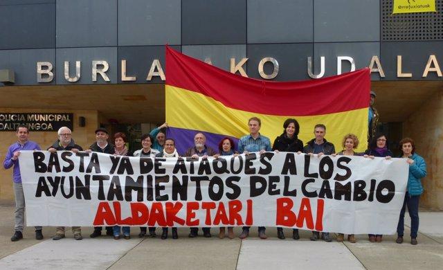 Concentración de alcaldes y concejales en Burlada