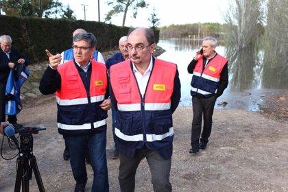 """Lambán señala que la avenida del Ebro se produce en términos """"menos dramáticos de lo esperado"""""""