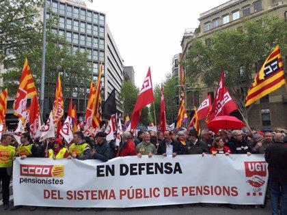 """Unas 2.000 personas se manifiestan en Barcelona para pedir unas pensiones """"dignas"""""""