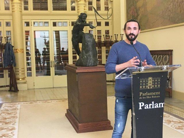 Baltasar Picornell en atril del Parlament