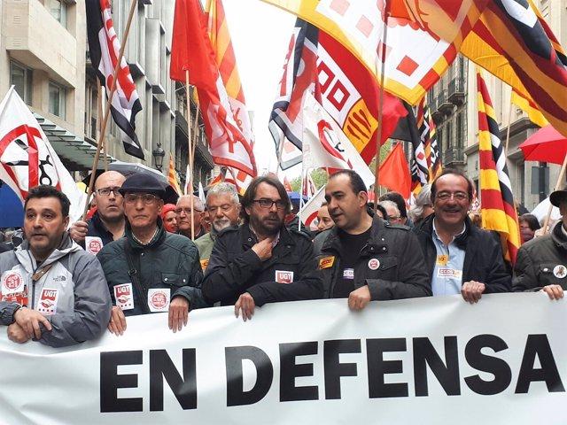 Camil Ros (UGT) i Javier Pacheco (CC.OO.) en una manifestació per les pensions