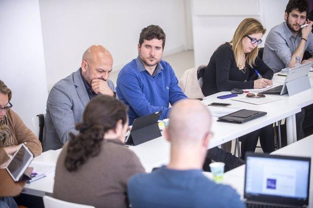 Estañ, en la mesa de la reunión con Iglesias junto al resto de secretarios
