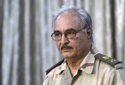 Un portavoz de Haftar asegura que el general libio sigue vivo y está recibiendo tratamiento en París