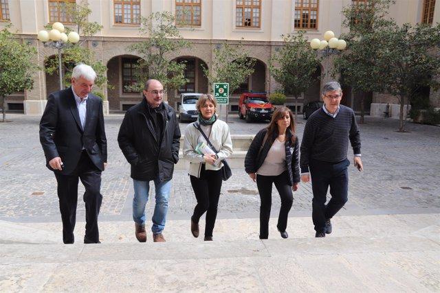 Tejerina (centro) llega a la reunión del CECOP en Zaragoza.