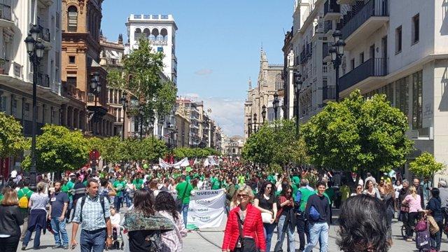 Manifestación de docentes interinos en Sevilla