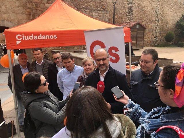 Ávila.- Fuentes, durante su visita a Ávila