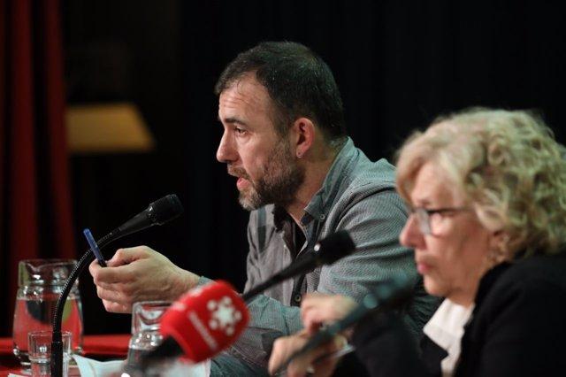 Nacho Murgui junto a la alcaldesa Manuela Carmena