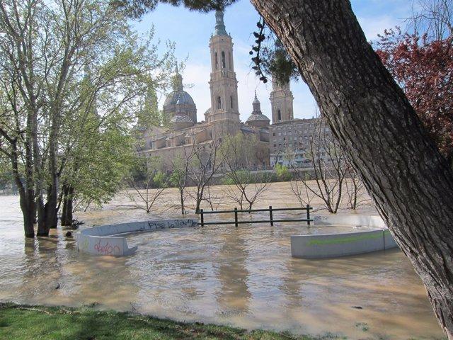 El río Ebro a su paso por la capital aragonesa este sábado