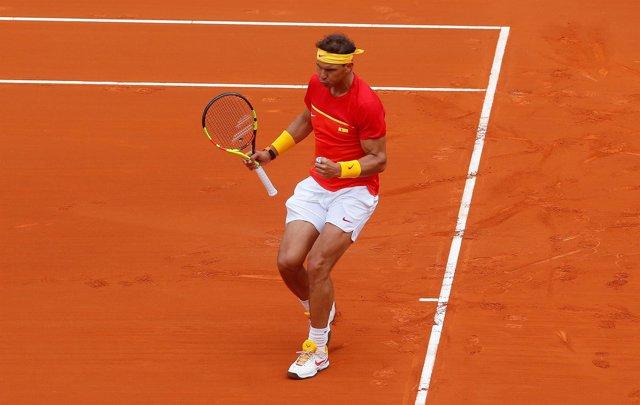 Rafa Nadal celebra un punto de su partido ante Kohlschreiber en la Davis