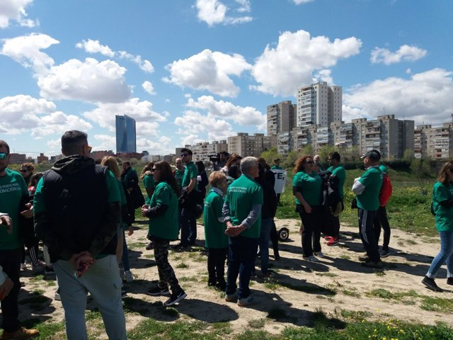 Vecinos en los terrenos en los que se proyecta Madrid Nuevo Norte