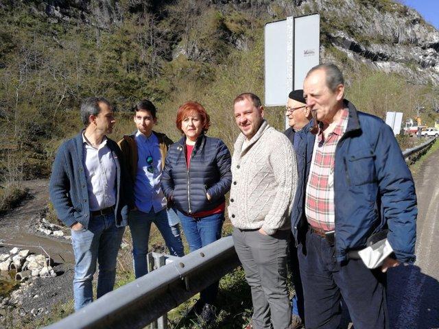 Visita de IU a Caso.