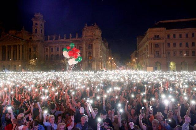 Protesta multitudinaria en Hungría contra Viktor Orban
