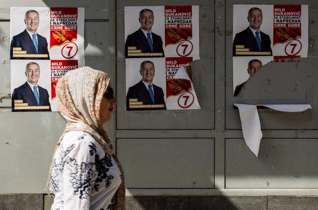 Carteles electorales con la imagen del ex primer ministro Milo Djukanovic