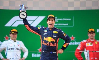 Ricciardo reina en la locura de Shanghái y Alonso y Sainz concluyen en los puntos
