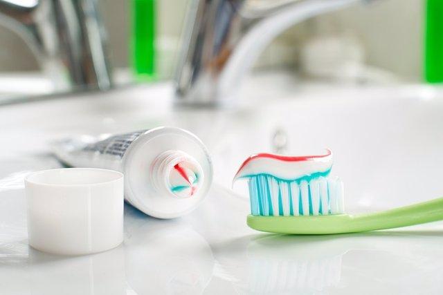Cepillo de dientes, pasta de dientes