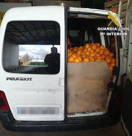 Furgoneta cargada de naranjas robadas en Vallada e intervenida en Villena