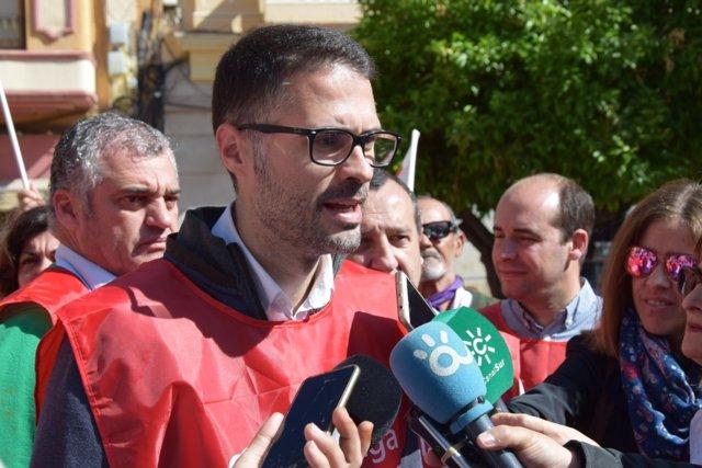 José Carlos Durán secretario general de Empleo del PSOE-A atiende a periodistas