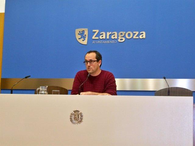 Cubero informa sobre el estado de la riada en Zaragoza.