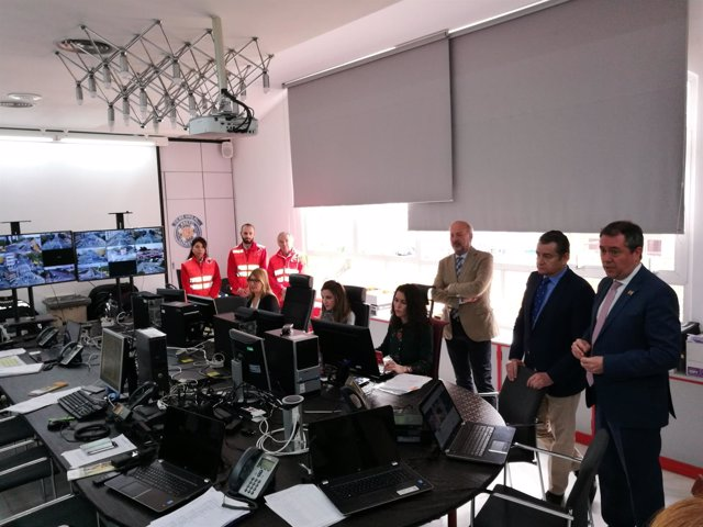 El alcalde de Sevilla, Juan Espadas (PSOE), visita el Cecop