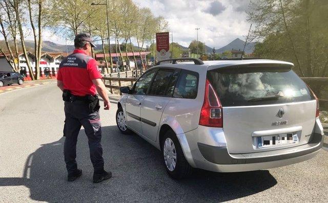 Control de la Policía Foral en Urdax