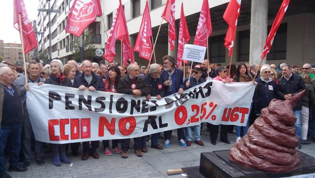 """Concentración de UGT y CCOO para reclamar """"pensiones dignas"""""""